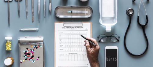 Ministero della Salute ai medici: 'Scrivete le ricette in stampatello e basta sigle'