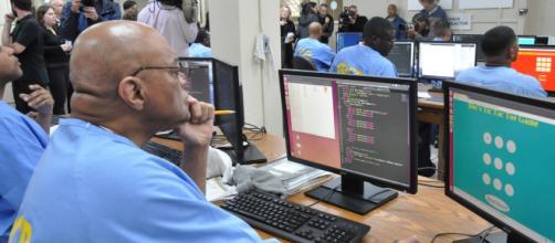 O aprendizado de Informática prepararia o detento para o mercado de trabalho após o cumprimento da pena. (Imagem: Reprodução)
