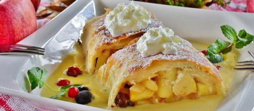 Apfelstrudel (Apple Strudel) is one of the most iconic desserts of Vienna, Austria. [Image Pixabay]