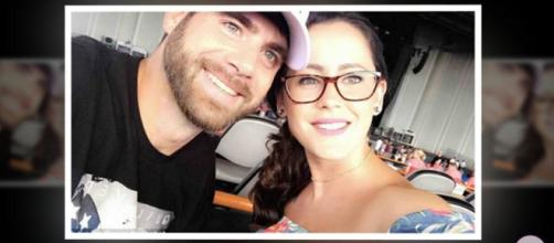 Former MTV reality star David Eason stabbed his finger playing a game with a knife. - [Offline Daily / YouTube screencap]