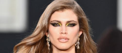 Valentina Sampaio, primeira modelo trans da Vogue e primeira 'angel' trans da Victoria Secret. (Reprodução: Terra)