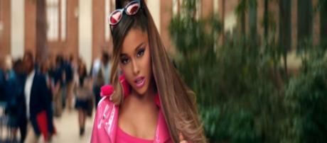 Ariana Grande capture d'écran de son clip Thank U, Next