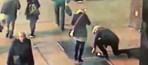 A man proposed to his fiancee in Times Square, New York, but dropped the ring through a grate. [Image @NYPDnews/Twitter]