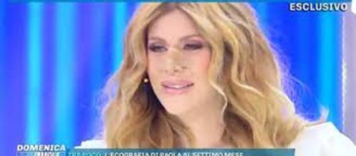 Domenica Live, Paola Caruso ha una crisi d'ansia e la D'Urso sospende l'intervista