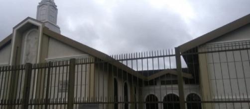 Homem invadiu igreja e esfaqueou fiéis. (foto reprodução).