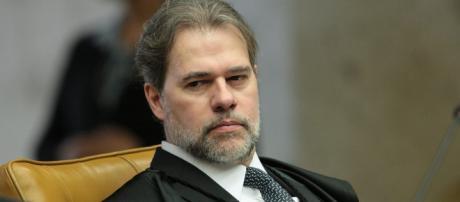 O presidente do Supremo, ministro Dias Toffoli, suspende decisão de Marco Aurélio para evitar caos generalizado (crédito: Veja)