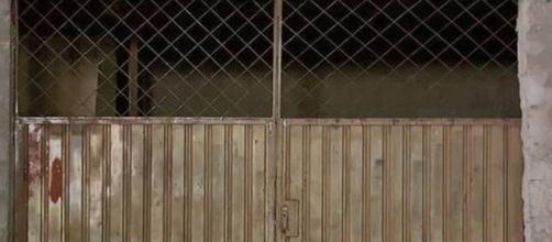 Homem morre em portão. (Reprodução/RecordTV Minas)