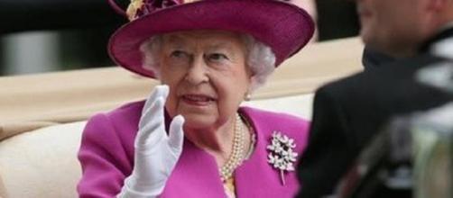 La regina Elisabetta cerca personale: stipendi fino a 200 mila euro annui