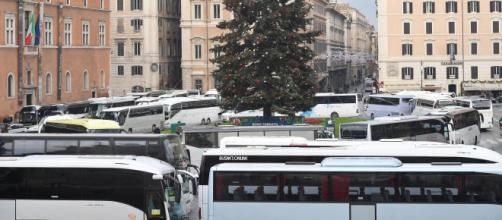 Protesta a Roma di ncc e taxi a causa delle nuove regole