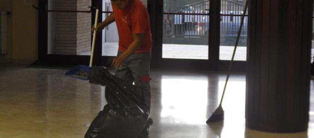 Ata, stop appalti di pulizia: approvata legge di bilancio in Senato, ok alle assunzioni