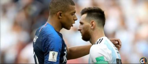 Mbappé e Messi (Imagem via Youtube)