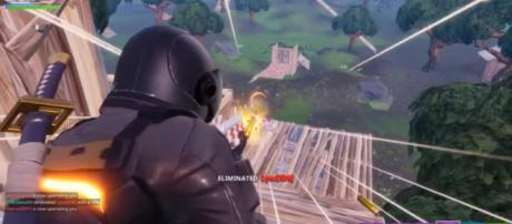 Snagging that Victory Royale. [Image source: TheLlamaSir/YouTube]