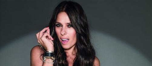 A atriz e apresentadora Adriane Galisteu ficou morena para seu personagem da novela das 19h da Rede Globo (veja.abril.com.br)