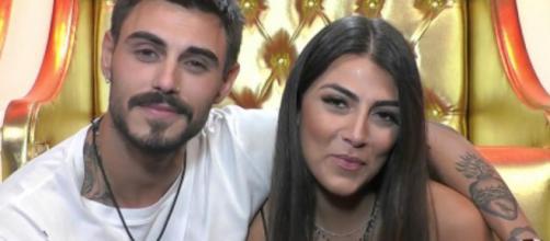 Francesco Monte e Giulia Salemi pazzi d'amore dopo il GF: selfie a letto e baci a volontà.