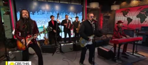 """The Mavericks serve up a set full of Christmas cheer from the album, """"Hey! Merry Christmas!"""" [Image source: CBSThisMorning-YouTube]"""