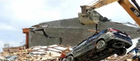 168 dead and many missing in Indonesia tsunami. [Image source/SABC Digital News YouTube video]