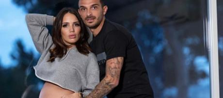 Manon Marsault enceinte de son deuxième enfant, Julien Tanti sème le doute avec une photo.