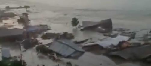 """Governo lamenta """"profundamente"""" mortes e destruição na Indonésia"""