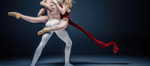 il ballerino di Amici ha voluto annunciare di essere gay