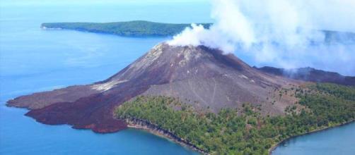 Il vulcano Anak Krakatau ha provocato uno tsunami con 168 vittime