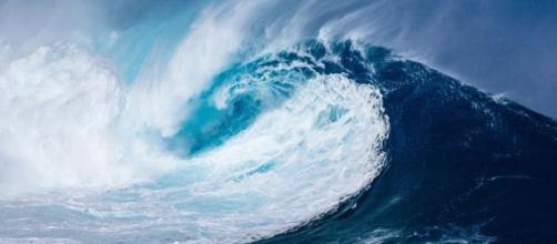 ndonesia Tsunami: Band and employees at Christmas event washed away by wave [Video] - Image credit - Naupaddy   Pixabay