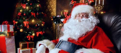 Babbo Natale Canzone.Carpi Babbo Natale Supereroe Acciuffa Un Ladro E Lo Consegna