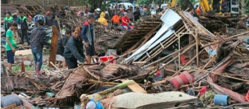 Tsunami devastante in Indonesia dopo l'eruzione del Krakatoa: 168 morti e 745 feriti - Il Mattino