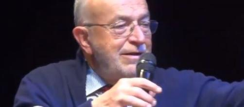 Ugo De Siervo si schiera apertamente contro la manovra