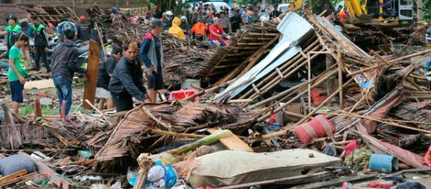 Ondas deixaram um rastro de destruição (Crédito: Dian Triyuli Handoko/ AP Photo)