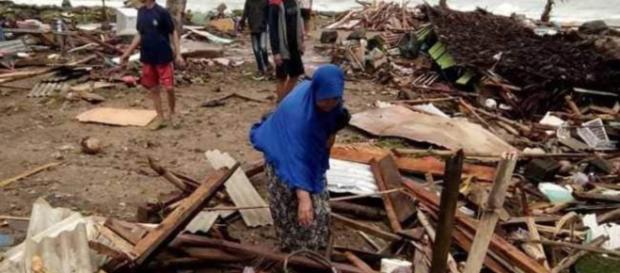 Tsunami devastou a costa da Indonésia e muitas pessoas ainda estão desaparecidas (Reprodução/NDTV)