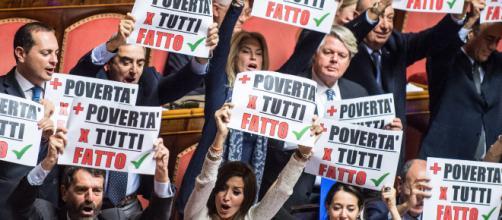 Forza Italia e i cartelli: 'Più povertà per tutti, fatto'