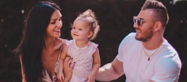 Maxime Parisi a demandé sa chérie Julia Paredes en mariage le soir de Noël.