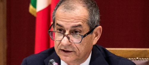 Bagarre in Commissione Bilancio: Tria sbotta contro il Pd, Marattin e Donno sfiorano lo scontro fisico