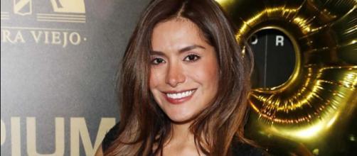 Miriam Saavedra posando en un evento - sensuelle.es