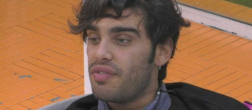 Stefano Sala pizzicato mentre bacia una mora: per i fan sarebbe Dasha.