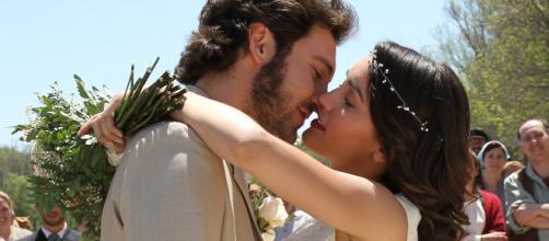Alex Gadea e Megan Montaner, gli interpreti di Tristan e Pepa.