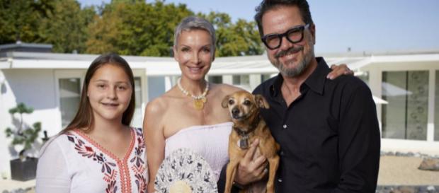 Plötzlich arm, plötzlich reich - Alex Jolig mit seiner Frau Britt und Adoptivtochter Tatjana.