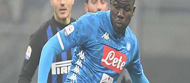 Koulibaly, jogador do Napoli, é vítima de racismo no Campeonato Italiano