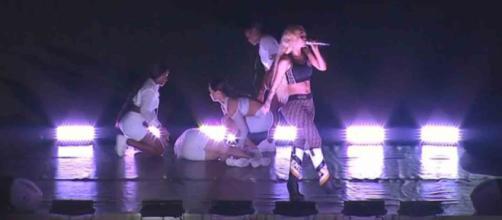 Bailarina de Iggy Azalea passou mal durante o show (Reprodução/UOL)