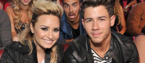 Demi Lovato se molesta con Nick Jonas por no invitarla a su boda