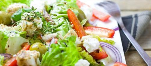 I cinque consigli dell'Organizzazione Mondiale della Sanità per seguire una dieta sana ed equilibrata. (Canva)