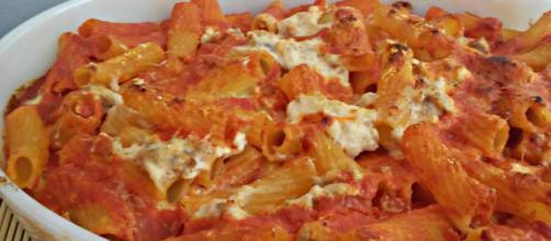 Pasta al forno con ricotta salsiccia e mozzarella - | Pasta ... - pinterest.com