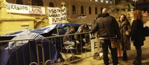 Sassari, undicesima notte al freddo per ex dipendenti Aou e Ats - Fonte: Pietro Serra