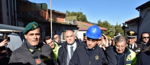 Di Maio in Sicilia con la maglia della Protezione Civile (ph. Il Giornale.it)