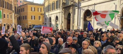 Manovra, sit-in di protesta del Pd a Montecitorio
