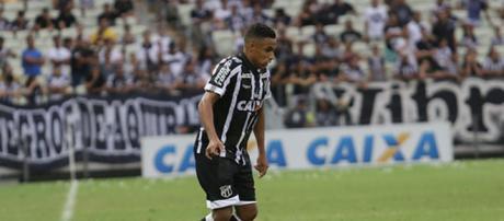 Lateral Arnaldo jogou o Brasileirão pelo Ceará. (foto reprodução)