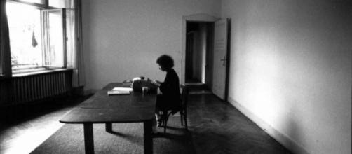 Margaret Atwood escribiendo 'El cuento de la criada' en Berlín occidental, en 1984