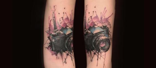 Modelo de tatuagem no estilo aquarela (Reprodução)