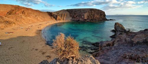 Playa de Papagayo, Lanzarote, Canary Islands, Spain. [Image Lviatour/Wikimedia]