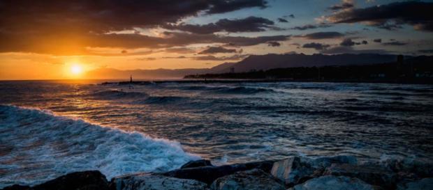 Sunset at the beach in La Cala de Mijas, Costa del Sol, Spain [Image Pxhere]